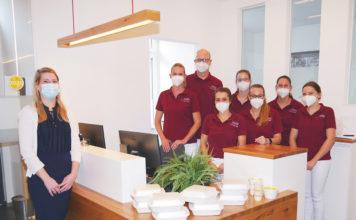 """Das Team der Zahnarztpraxis Dr. Hannig aus Kandel freut sich zweimal wöchentlich auf ein leckeres Mittagessen: zum Beispiel – wie auf dem Foto – vom Hotel-Restaurant """"Zur Pfalz"""" (Foto: honorarfrei)"""