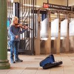 In der Subwaystation Broadway in New York erklingt seine Geige. (Foto: honorarfrei)