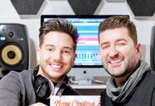 Dominik Dlask und Mario Siegmayer mit ihrer in Eigenregie produzierten Weihnachts-CD. (Foto: honorarfrei)