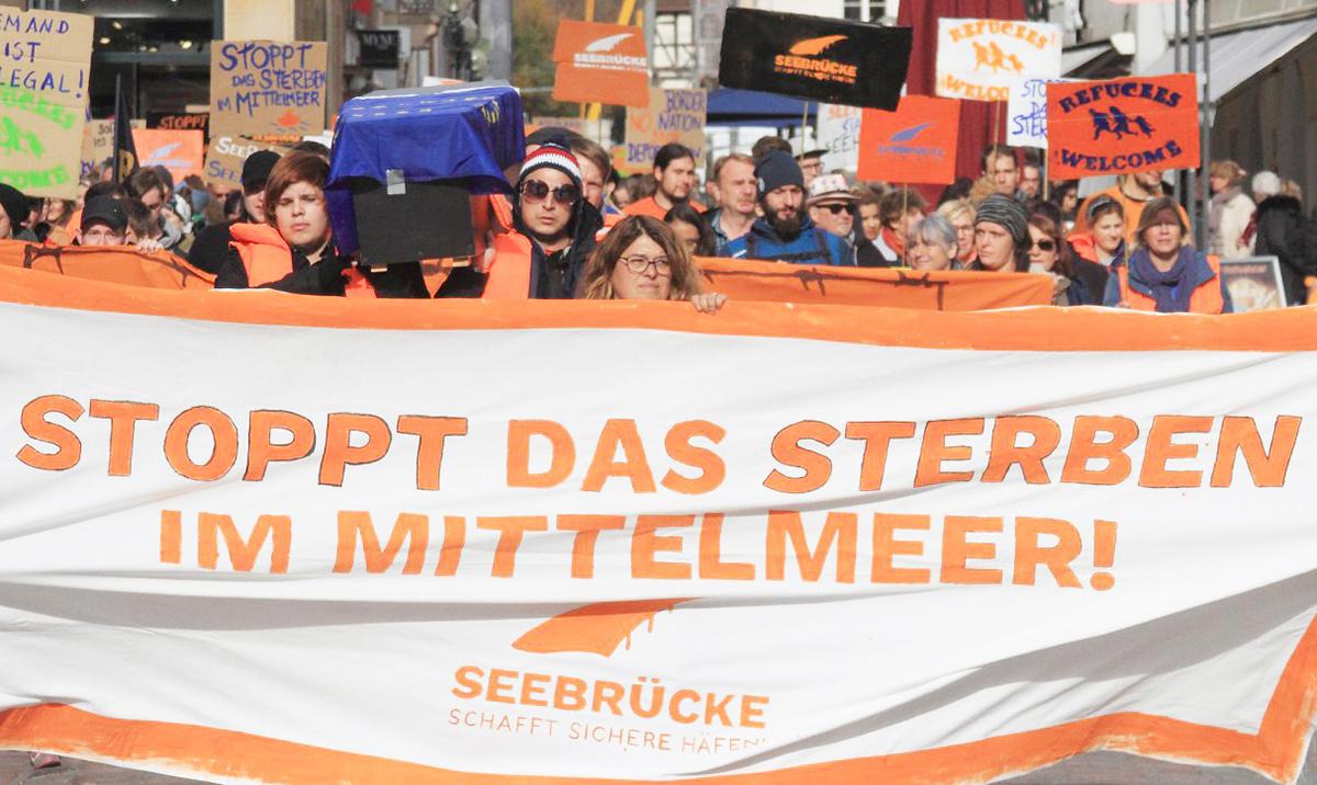 Der Verein für Toleranz und Menschlichkeit bei einer Kundgebung in Landau 2018. (Foto: Verein)